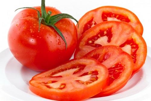 cà-chua-trị-mụn-đầu-đen