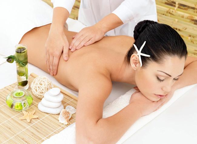 massage-với-tinh-dầu-thiên-nhiên-giảm-béo