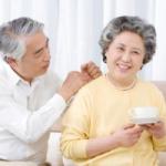 Tác dụng của Dầu tràm Huế, cách sử dụng đối với người già và thanh niên