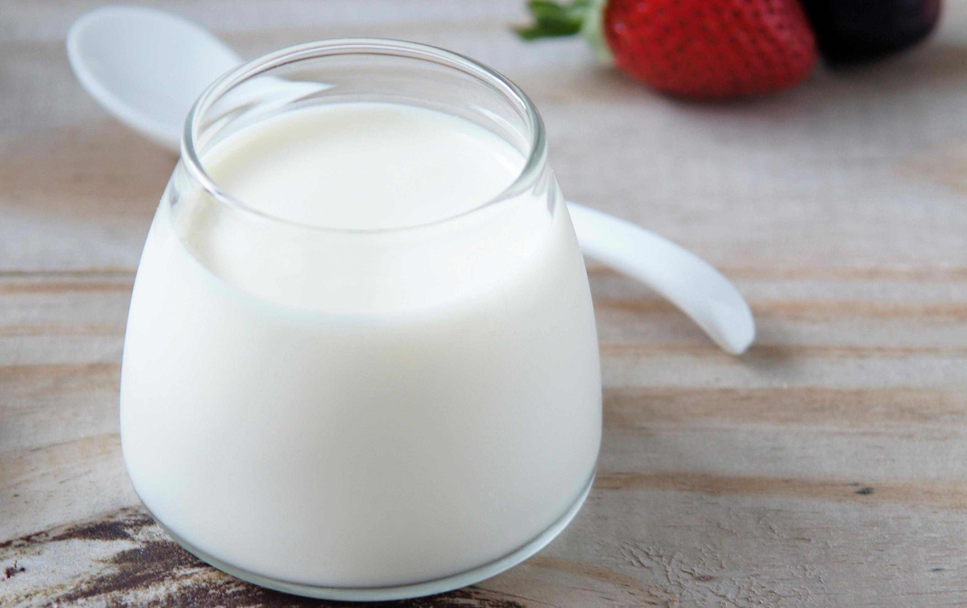trị-da-dầu-với-sữa-chua