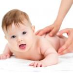 Hướng dẫn massage toàn thân cho trẻ bằng dầu tràm Huế